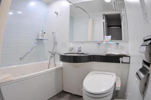 名古屋站美大和鲁内酒店的一间浴室