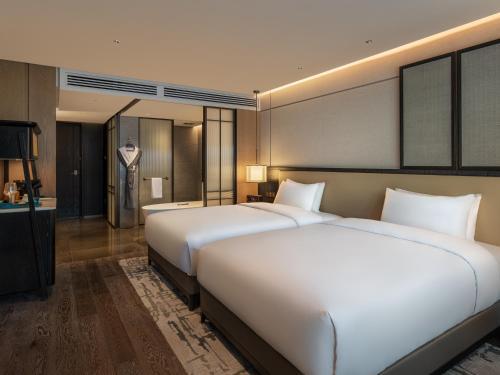 北京华侨大厦睿世酒店客房内的一张或多张床位