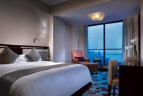 珠海粤海酒店客房内的一张或多张床位