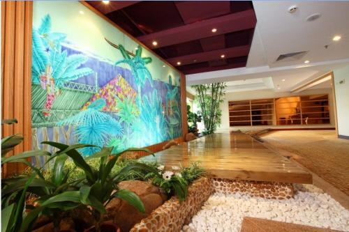 珠海骏德会酒店内部或周边的泳池