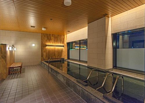 旭川JR酒店内部或周边的泳池