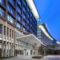 广州白云机场铂尔曼大酒店,位于广州的酒店