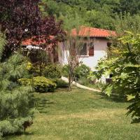 La Meïzou, gîte - chambres d hôtes à Champeix,位于Champeix的酒店