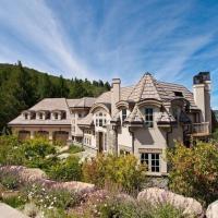 Luxury Cordillera Estate-Stunning 5 BR w/ private Hot Tub, Golf Course, Near Vail &Beaver Creek Ski,位于爱德华兹的酒店