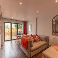 Cotswold Luxury Coach House - ideal for couples, w/ EV charging,位于安多弗斯福德的酒店