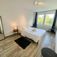 Lux City - Beautiful 1BR Apt w Garden, Garage and Balcony Close to Airport
