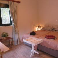 NATURE LODGE, Lily Rose Cottage - close to airport and seaside resort